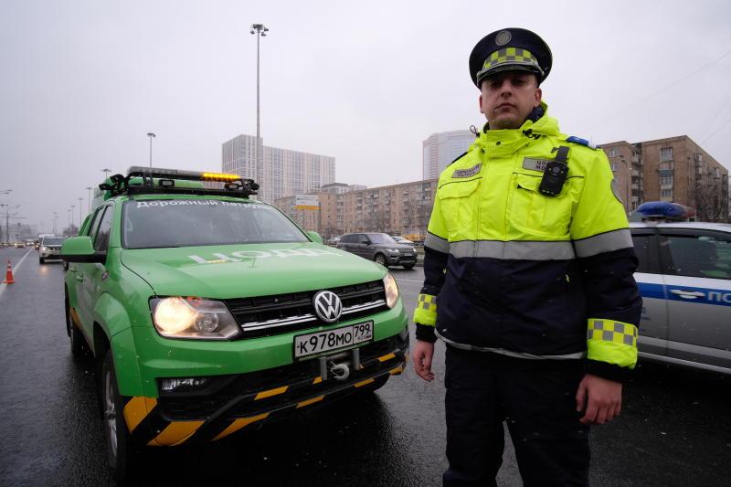 Водителей Москвы предупредили о гололедице и снеге