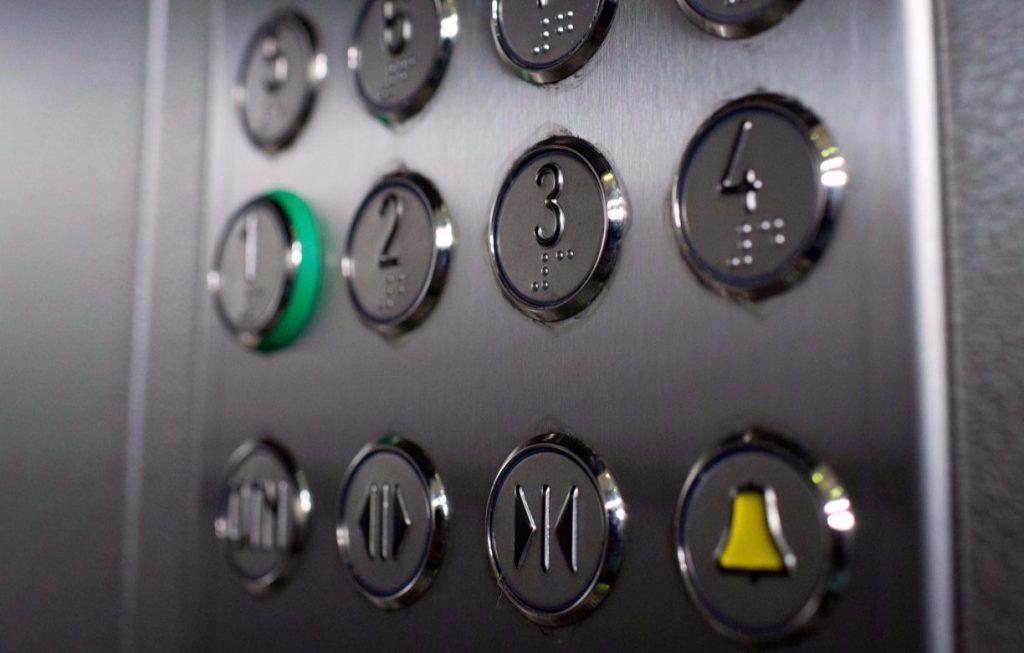 Лифты заменят примерно в 100 домах Южного округа в 2020 году