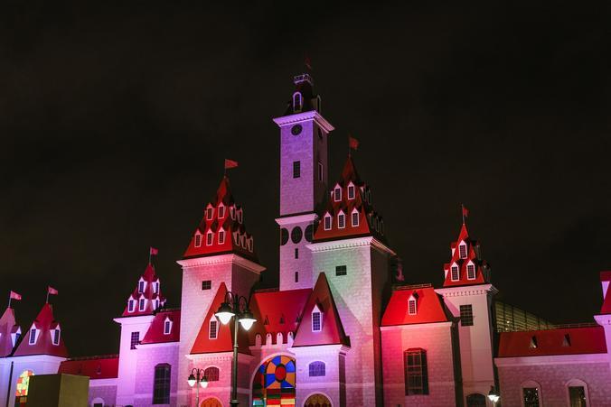 Замок «Острова Мечты» засиял красками самоцветов