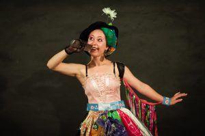 Елена с детства выступает на сцене, примеряя на себя разные роли. Фото из личного архива.