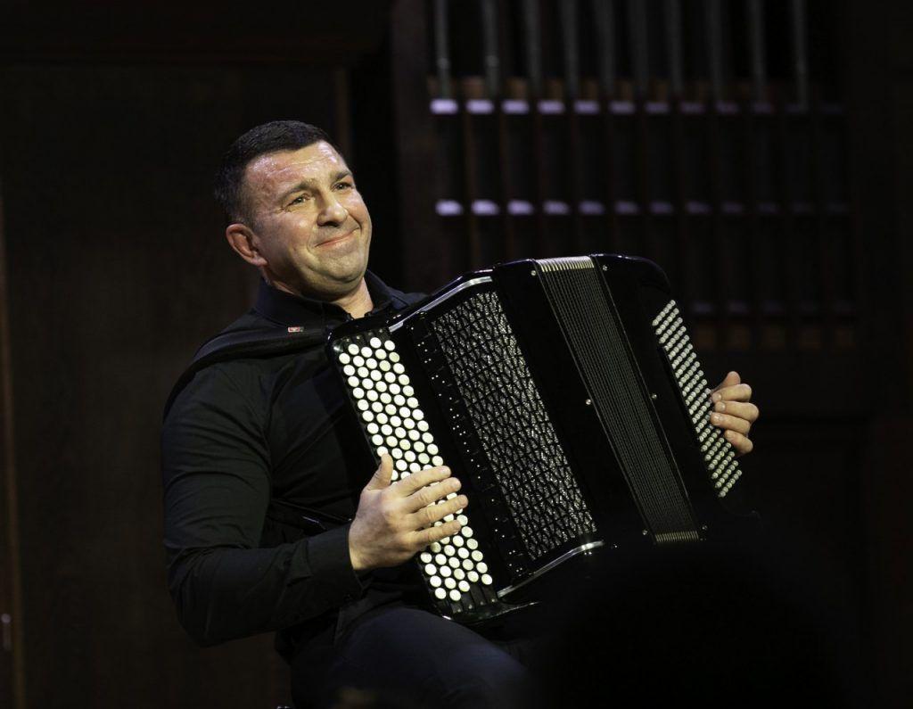 8 февраля 2020 года. Баянист Дмитрий Ходанович во время сольного концерта в Московской консерватории. Фото: Борис Бухтияров