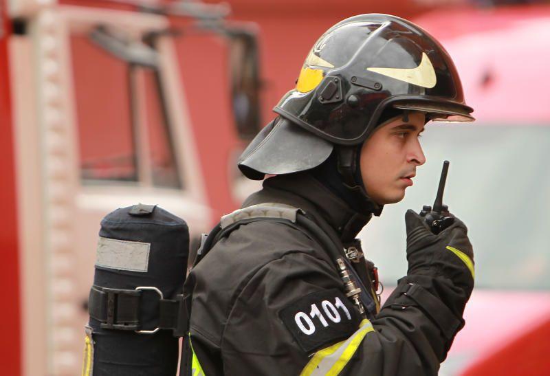 МЧС потушило 200-метровый пожар на юге Москвы