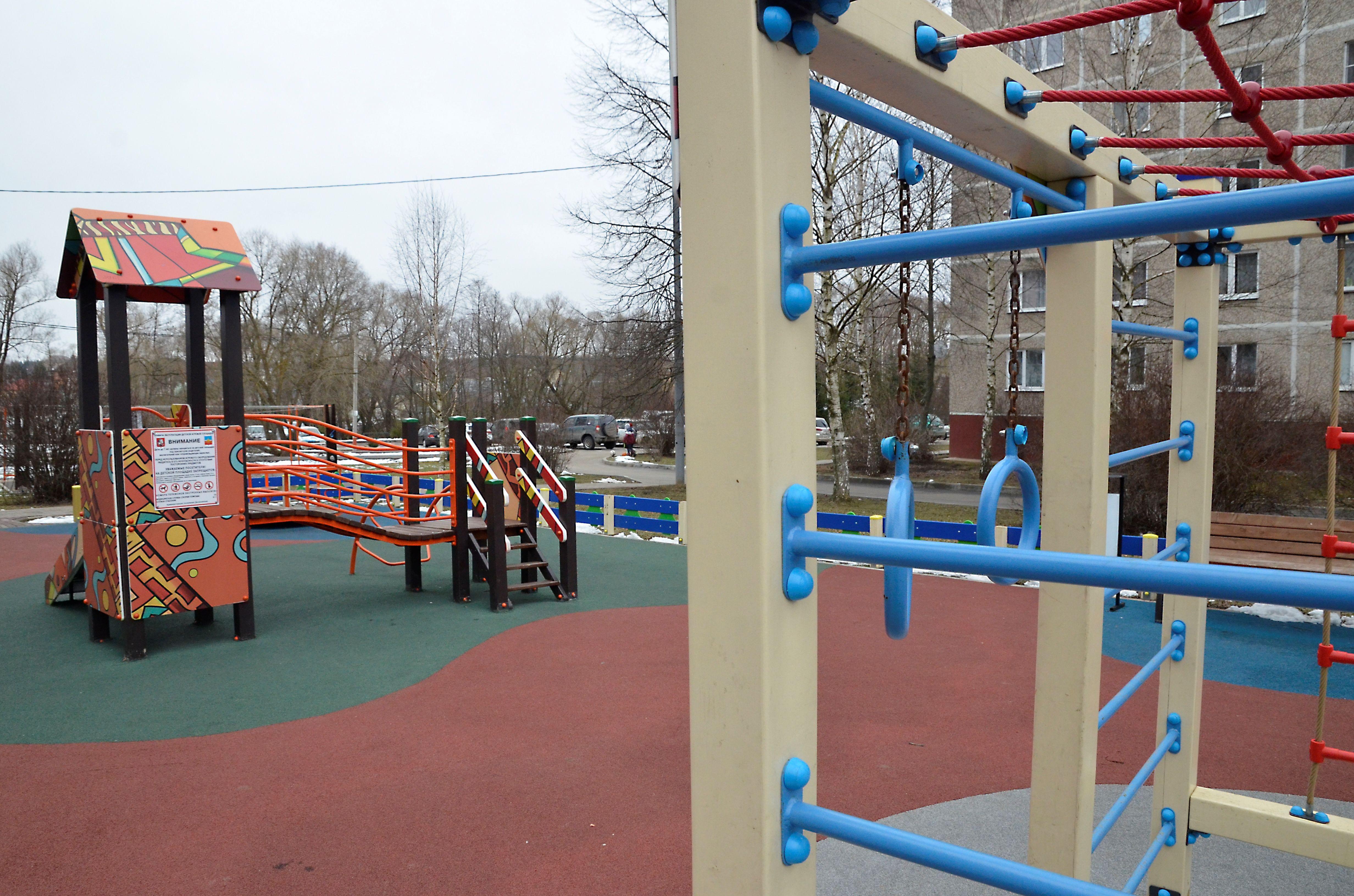 Новая детская площадка появится во дворе на Шипиловской улице