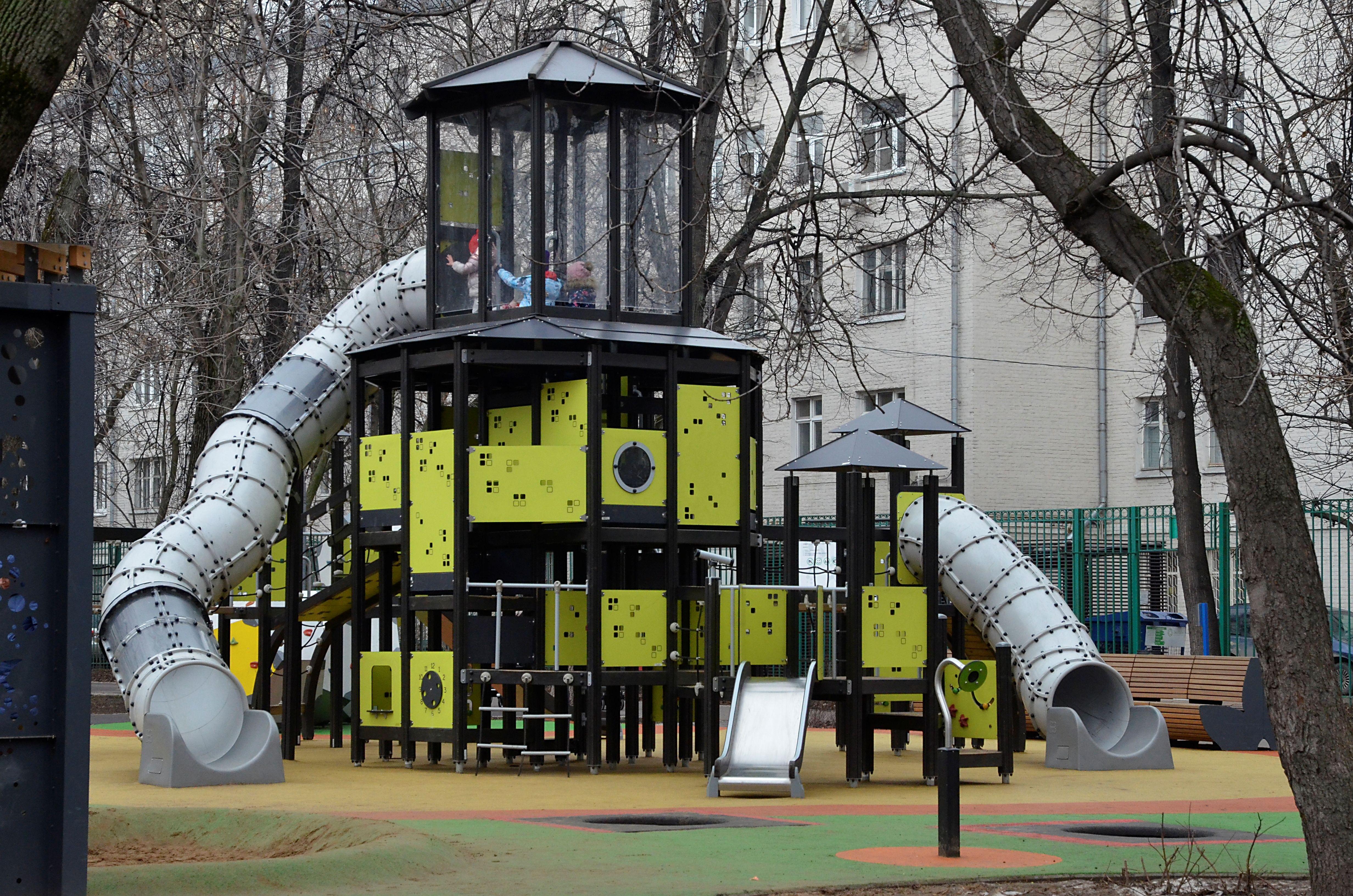 Детская площадка установлена по нормативам. Фото: Анна Быкова