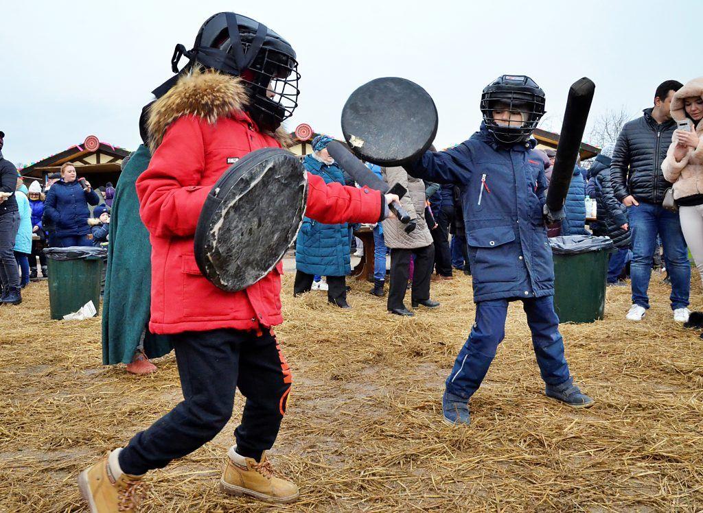 Народные игры и забавы — одни из главных традиций Масленицы. Фото: Анна Быкова
