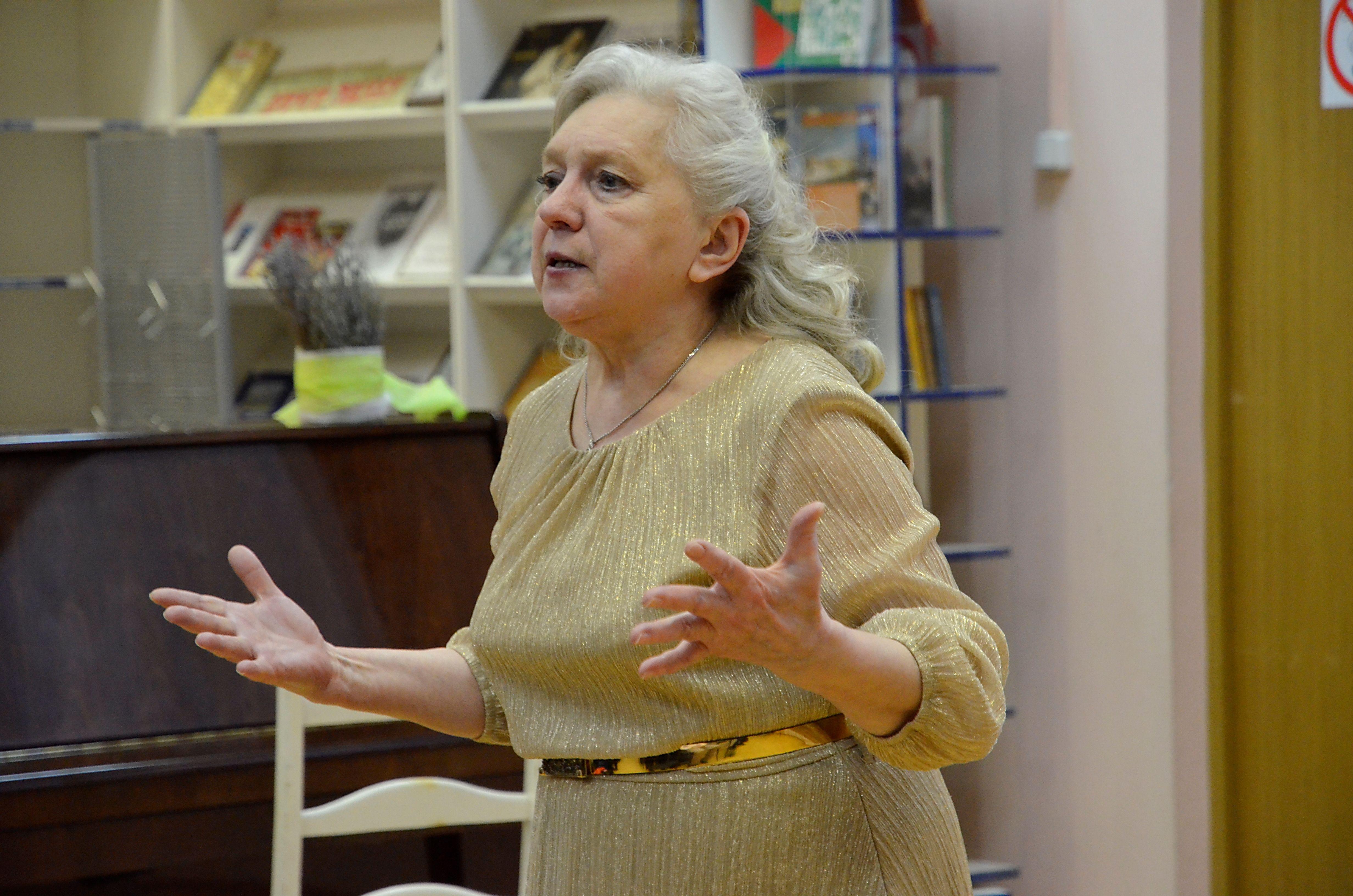 Восемь любящих женщин: 8 Марта отметили в библиотеке №144