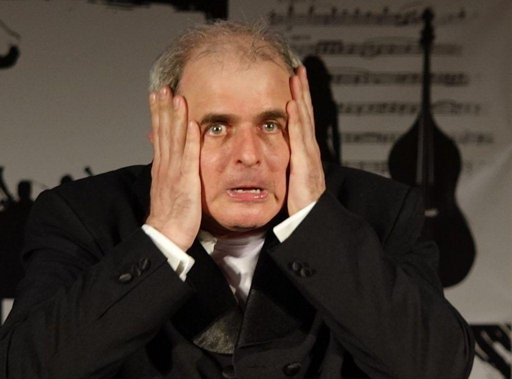 Фрагмент из спектакля «Контрабас». Фото: