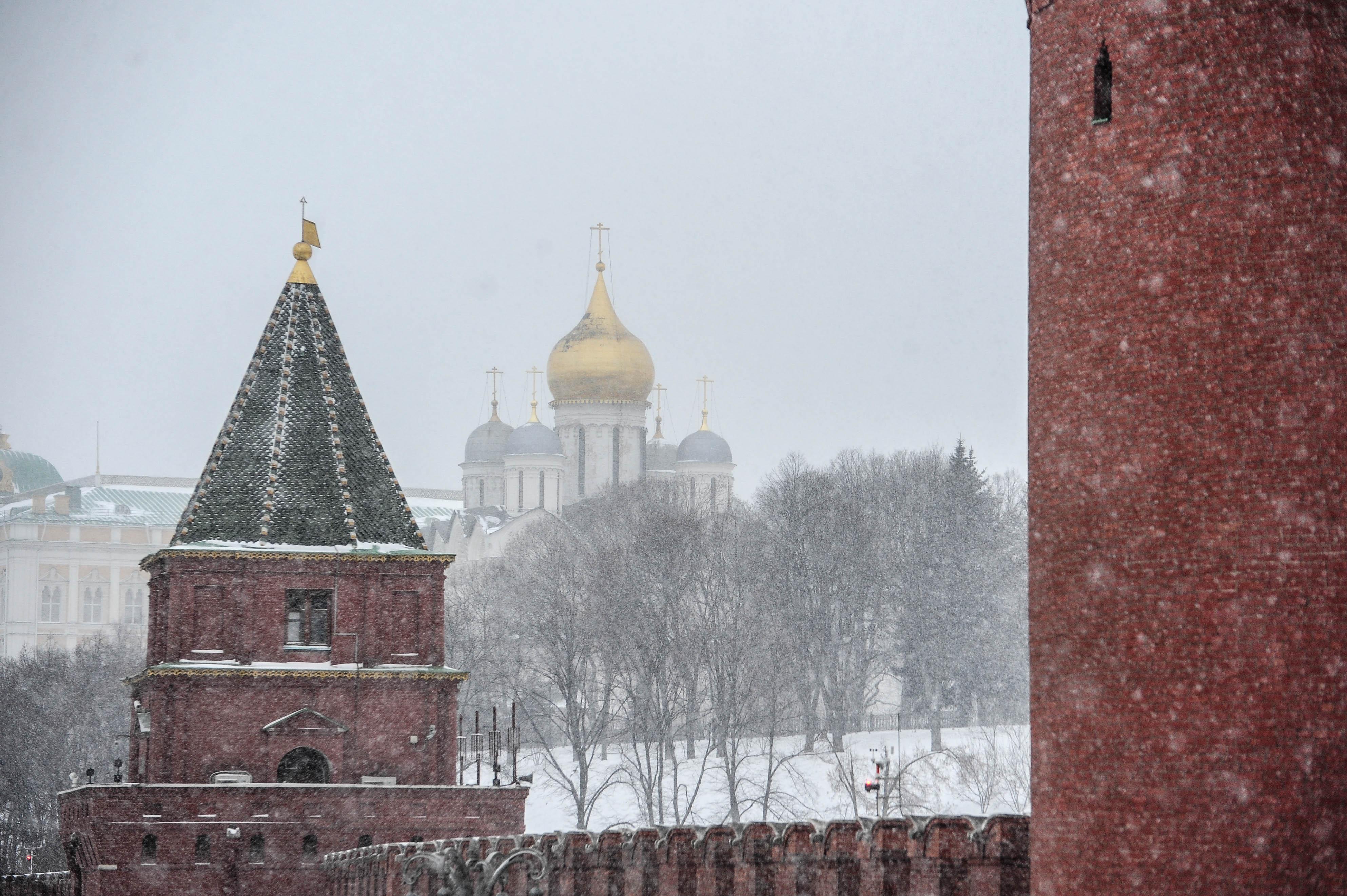 Жителям Москвы пообещали 8-сантиметровые сугробы