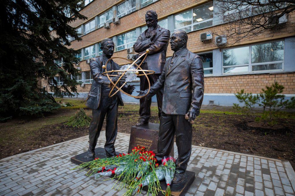 Памятник создателям советского атомного проекта открыли у НИЯУ МИФИ. Фото предоставили в пресс-службе НИЯУ МИФИ