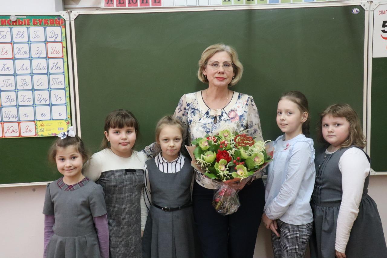 Учителей школы №904 наградили грамотами Министерства просвещения