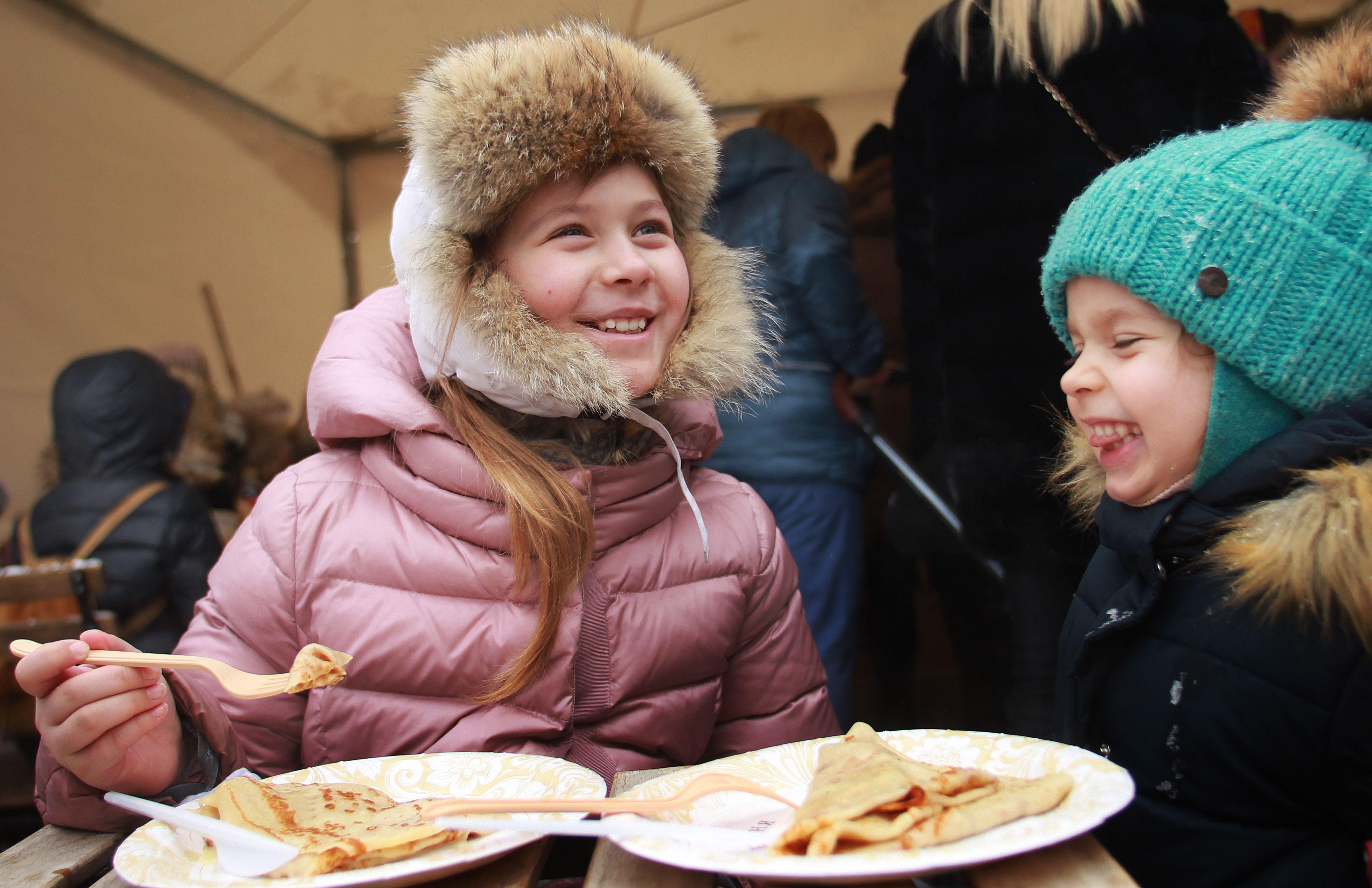 Жителей Орехова-Борисова Южного пригласили проводить зиму играми и пирогами