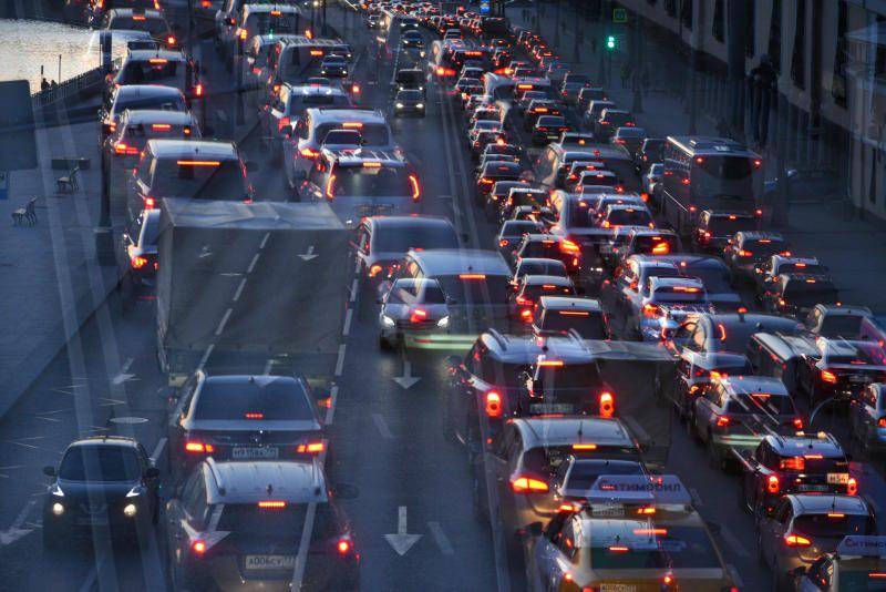 Московских водителей попросили заранее планировать поездки из-за погоды
