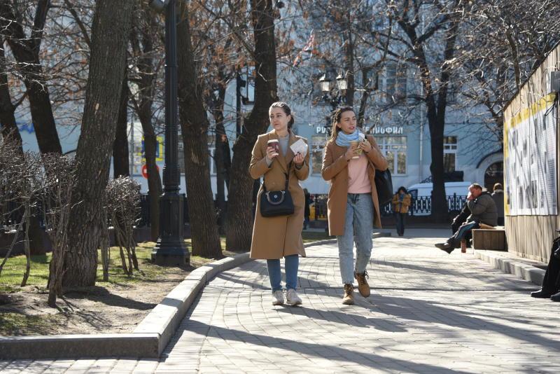 Москвичам рассказали о влиянии теплой погоды на коронавирус