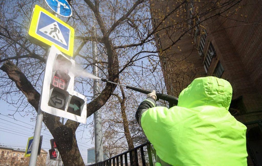 Светофоры и дорожные знаки приведут в порядок к концу апреля. Фото: сайт мэра Москвы