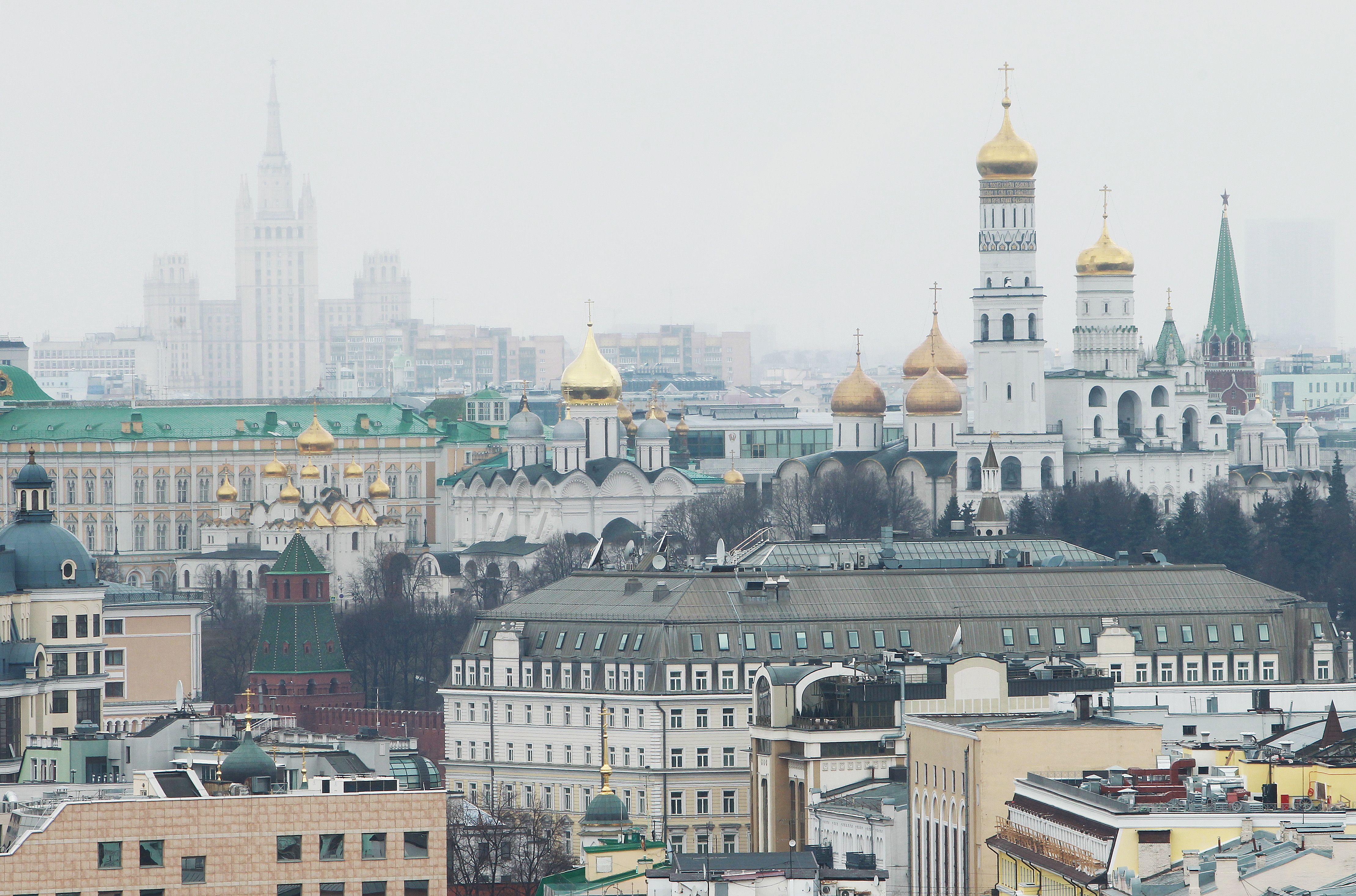 Москвичей ждет теплая и сухая погода в воскресенье
