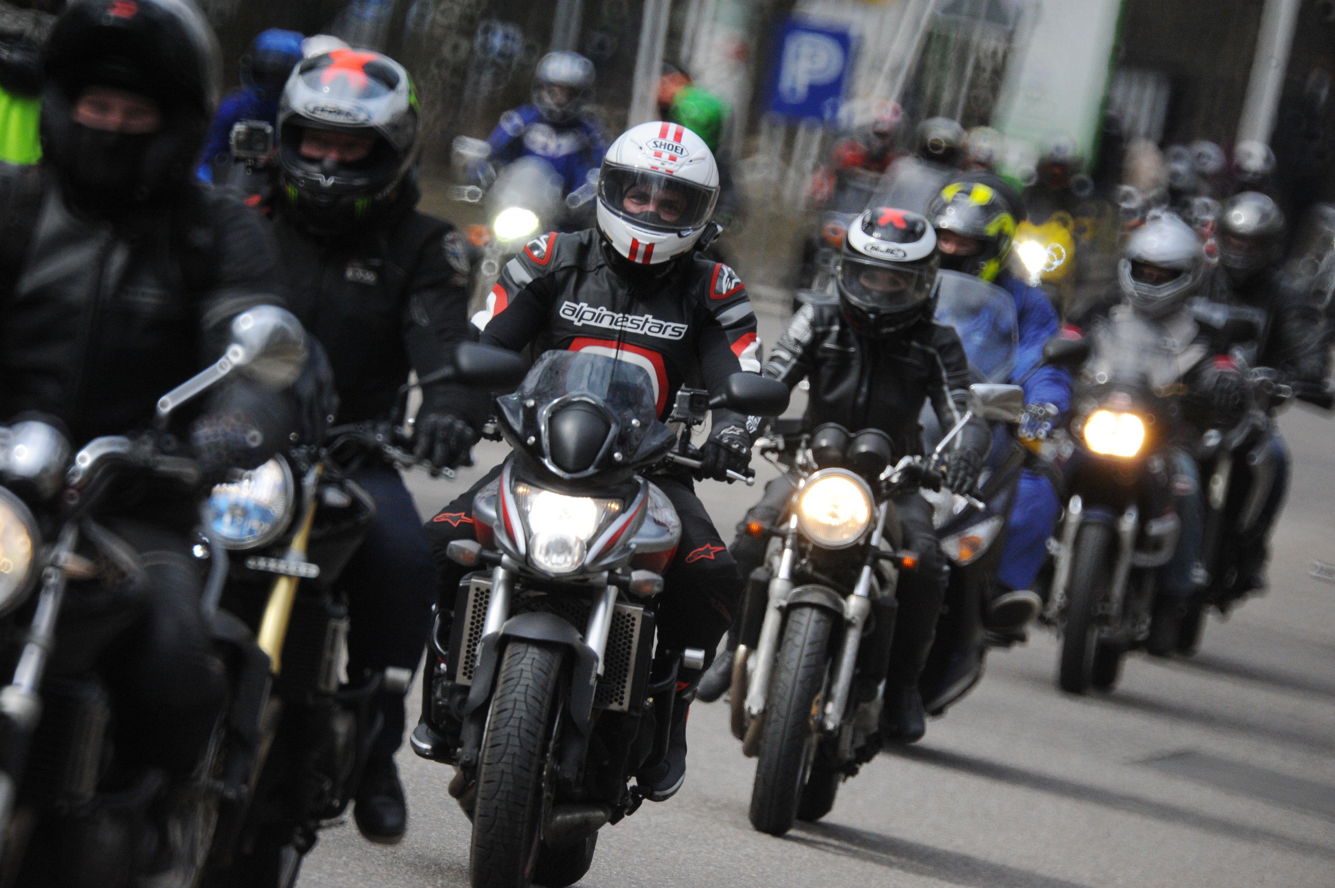 Московских мотоциклистов призвали не устраивать массовых встреч