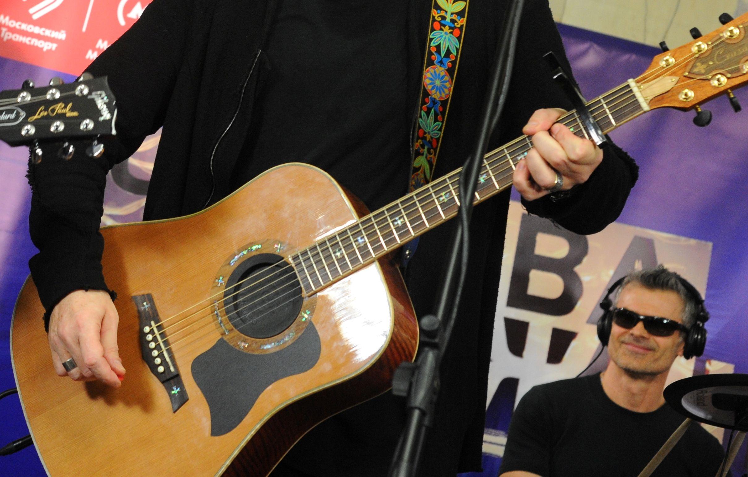 Лучшим артистом проекта «Музыка в метро» стал гитарист