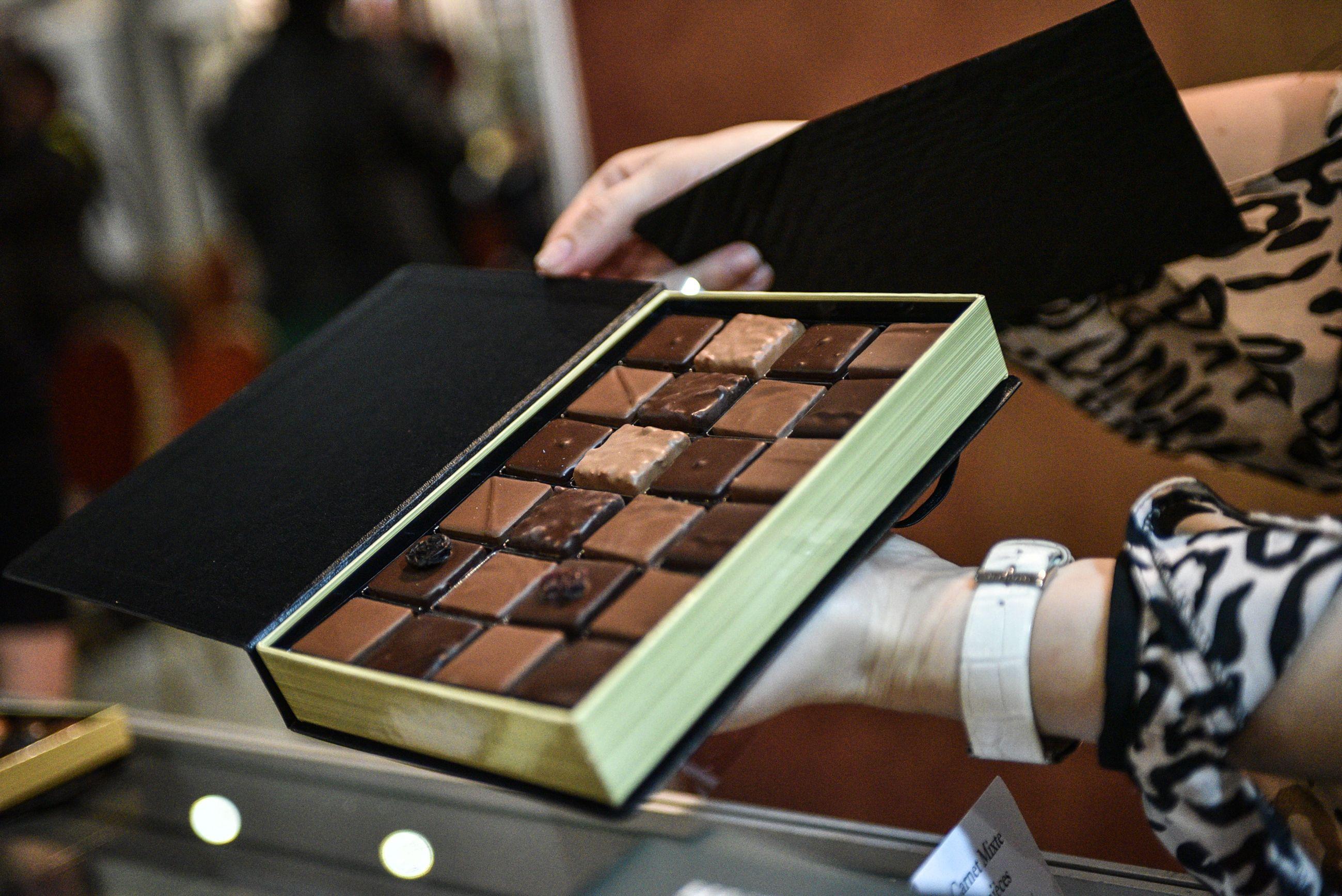 Жителей юга научили рисовать шоколадом