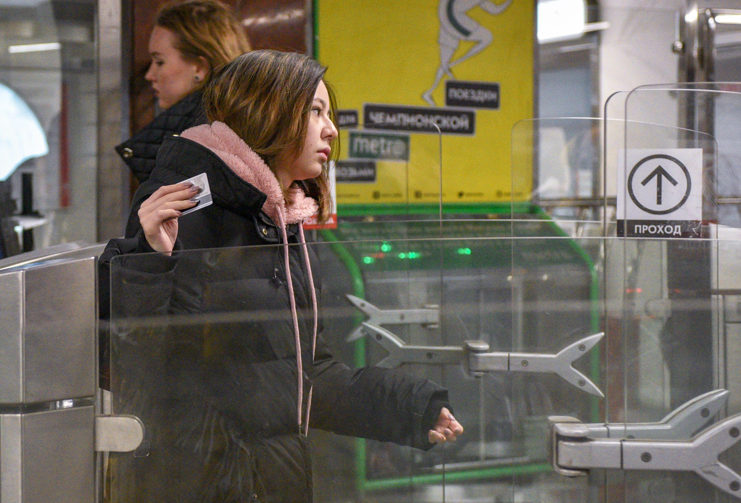 Вестибюли четырех станций метро на юге Москвы временно закрыли