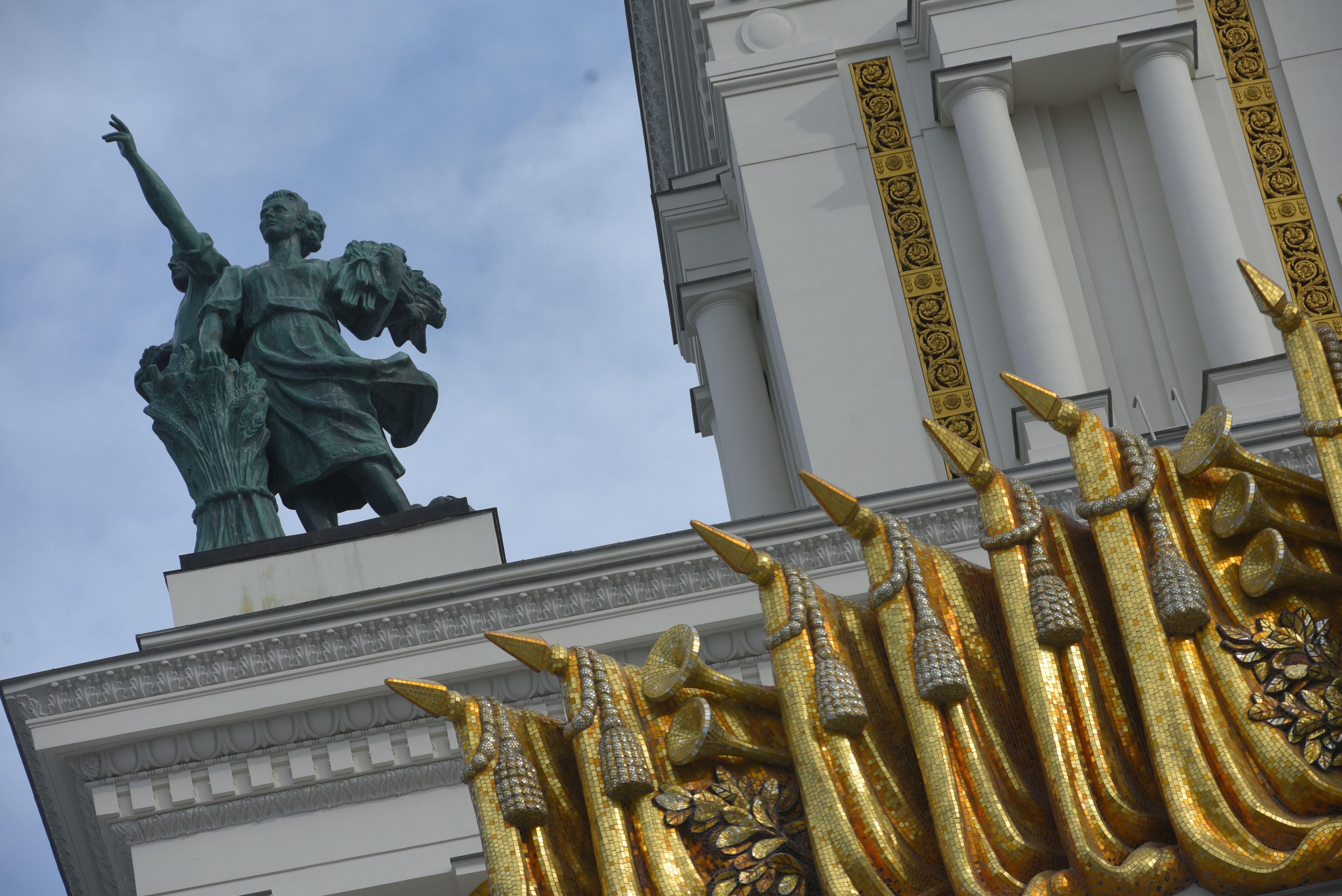 Москвичам показали безлюдную ВДНХ