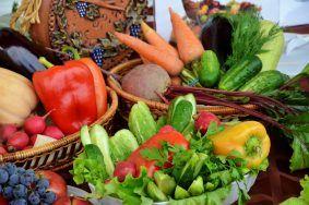 Сотрудники Даниловского рынка поделились секретами долгого хранения фруктов и овощей. Фото: Анна Быкова