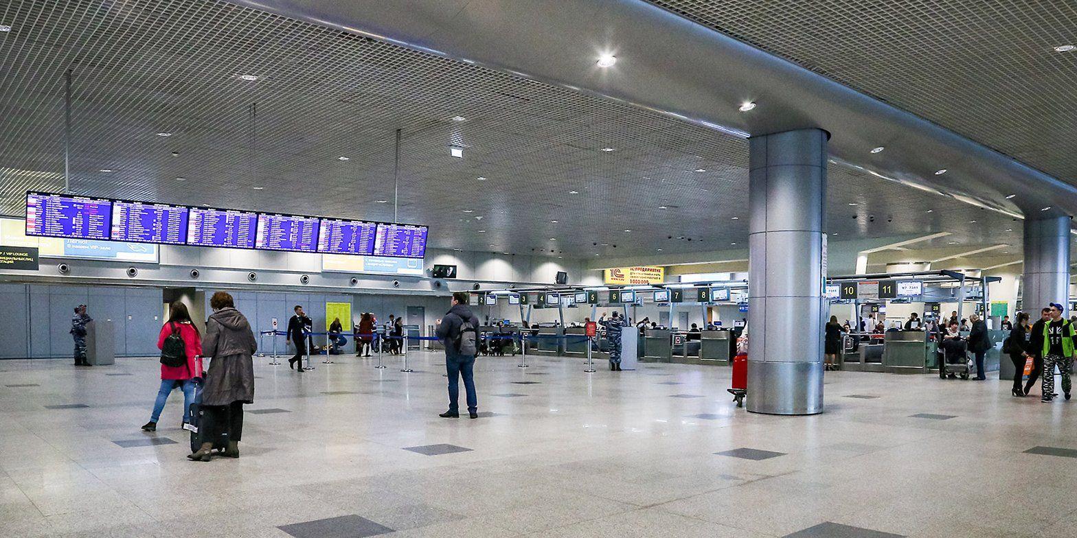 Спасатели встречают в аэропортах граждан, возвращающихся из-за границы
