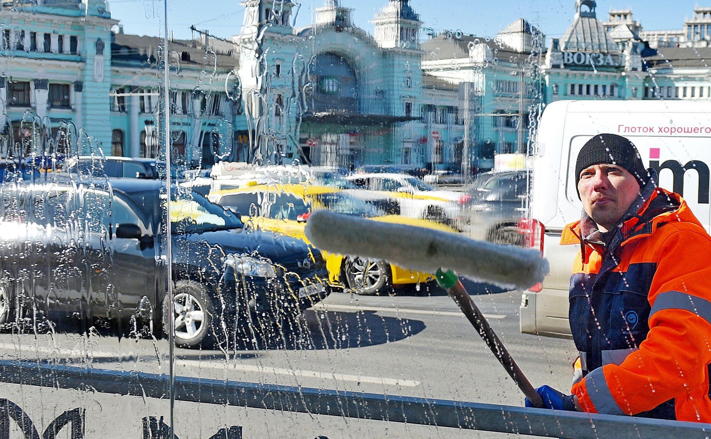 Масштабная дезинфекция дорог и общественных пространств прошла в Москве
