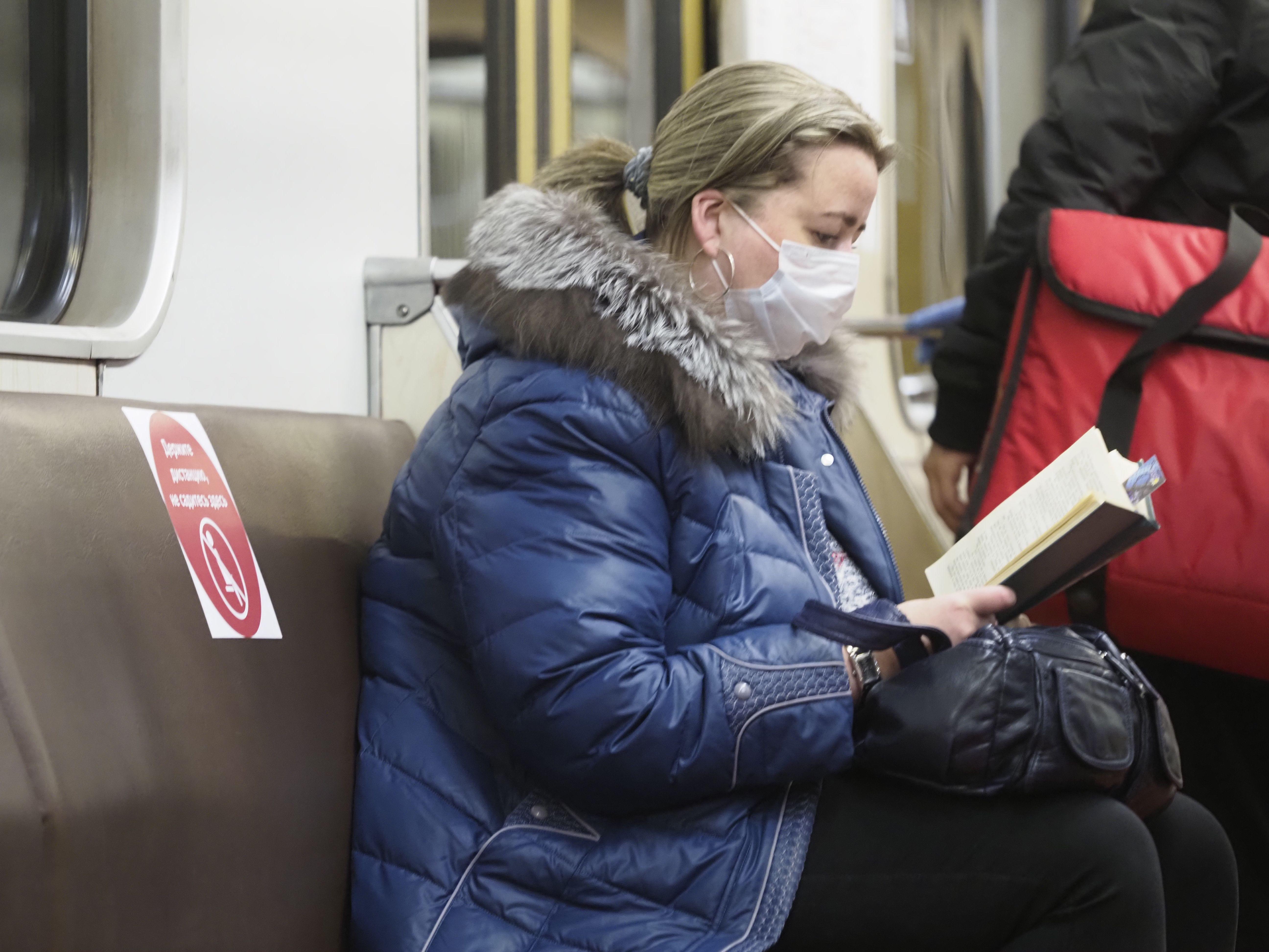 Московское метро начнет продажу медицинских масок