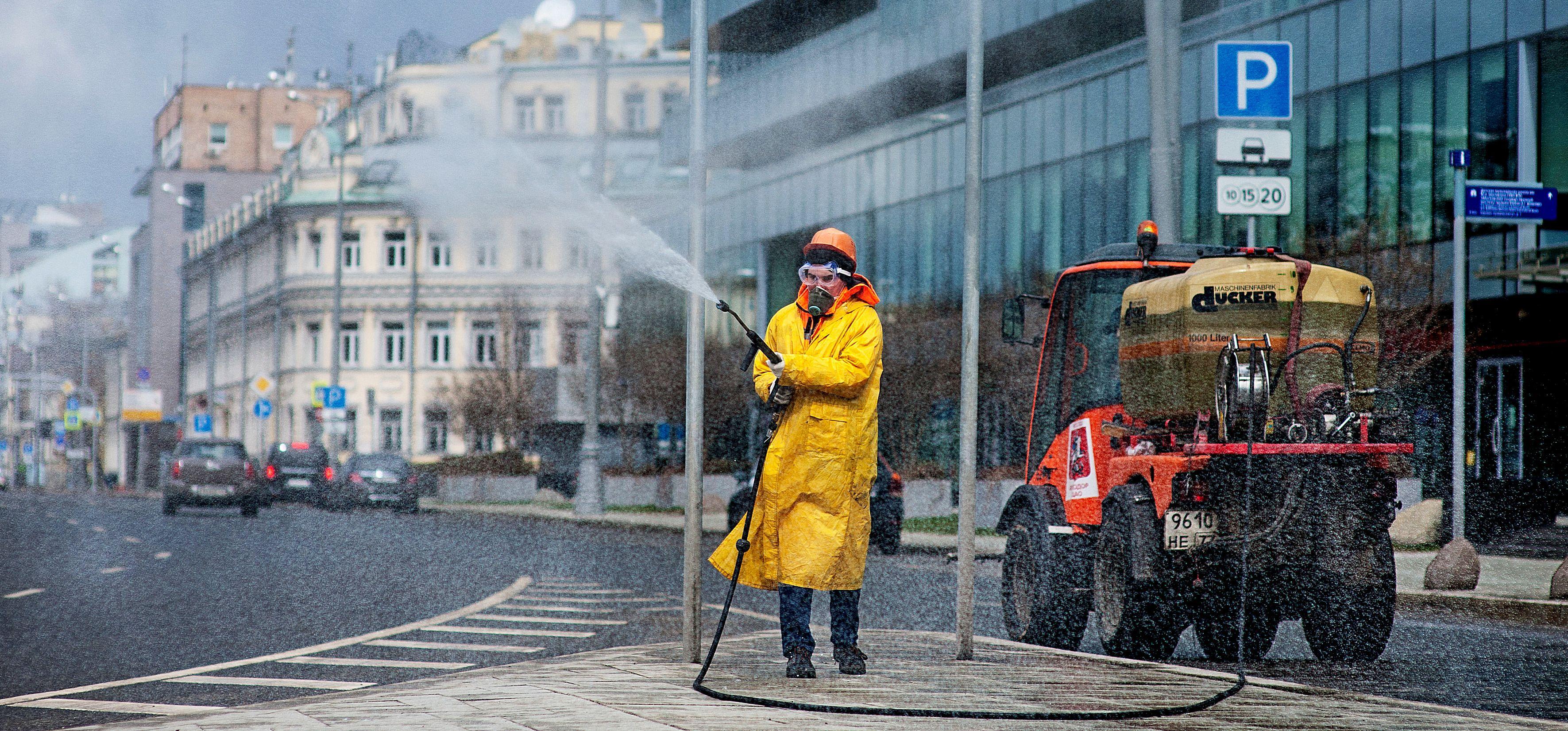В Москве провели десятую масштабную дезинфекцию дорог