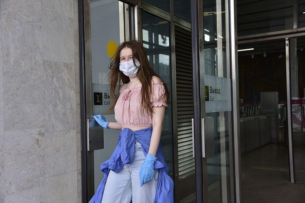 Метро Москвы покажет число пассажиров в масках и перчатках