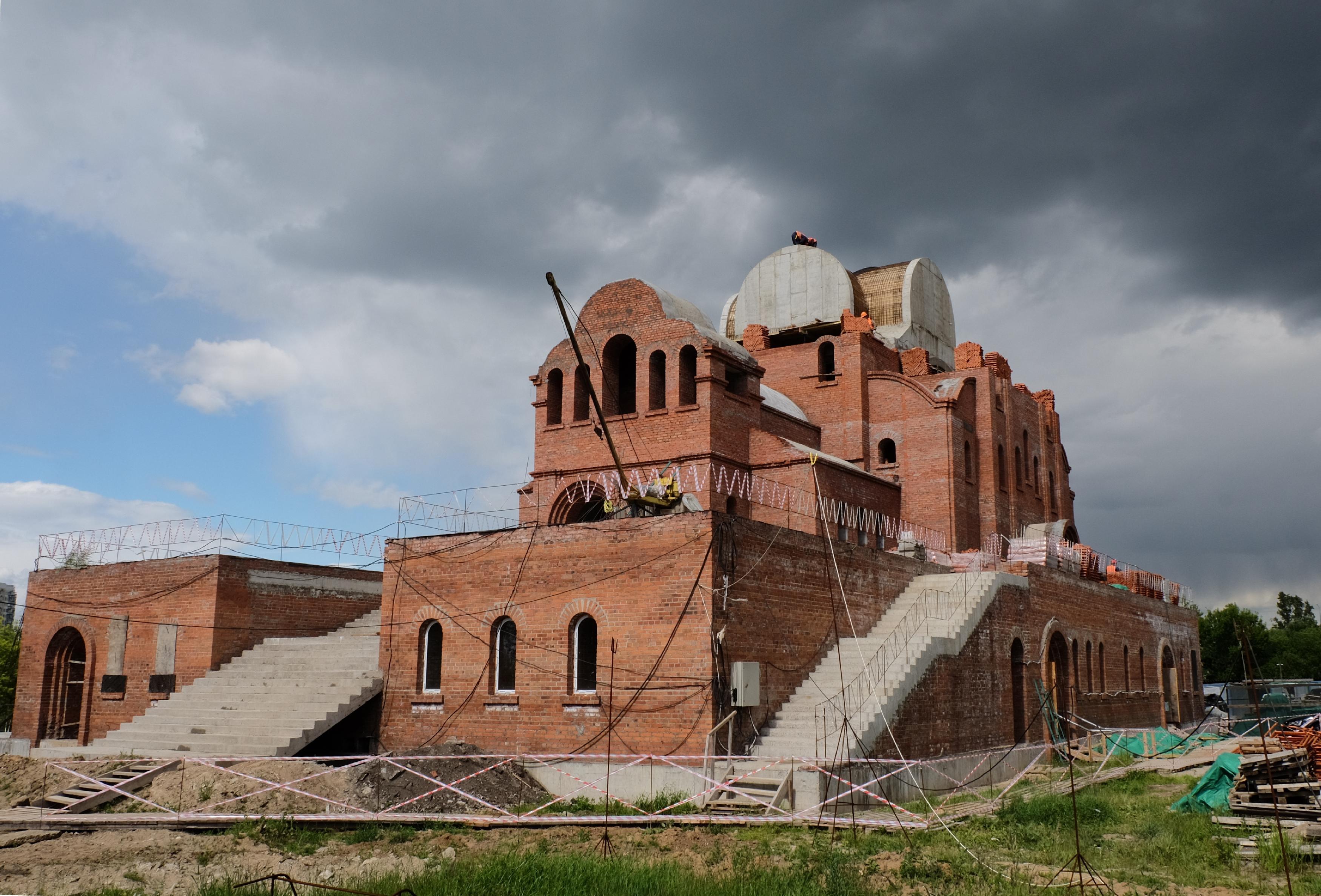 Строительство двух храмов на юге возобновят
