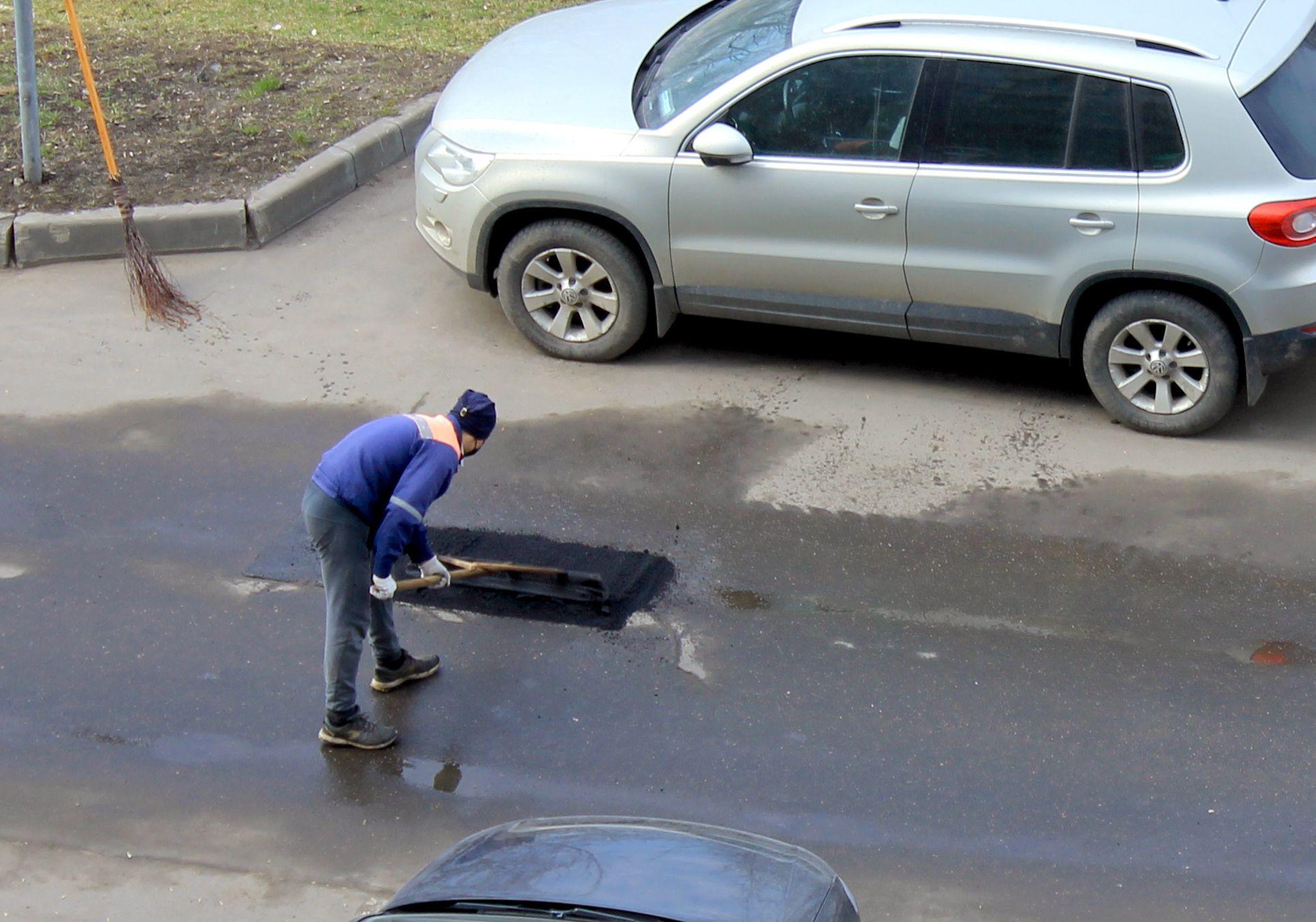 Специалисты устранят недостатки асфальтового покрытия в Нагатинском Затоне