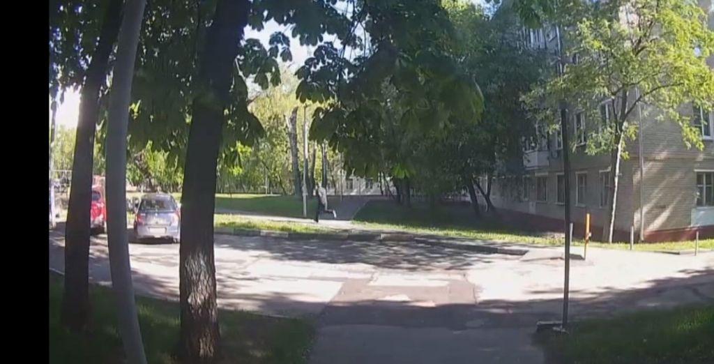 Полицейские УВД юга столицы задержали подозреваемого в грабеже и краже