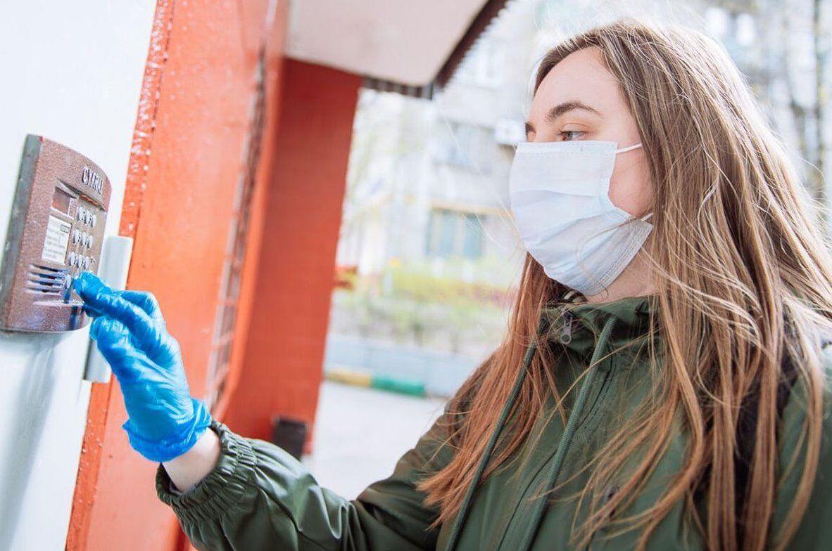 Использование средств индивидуальной защиты поможет избежать распространения вируса