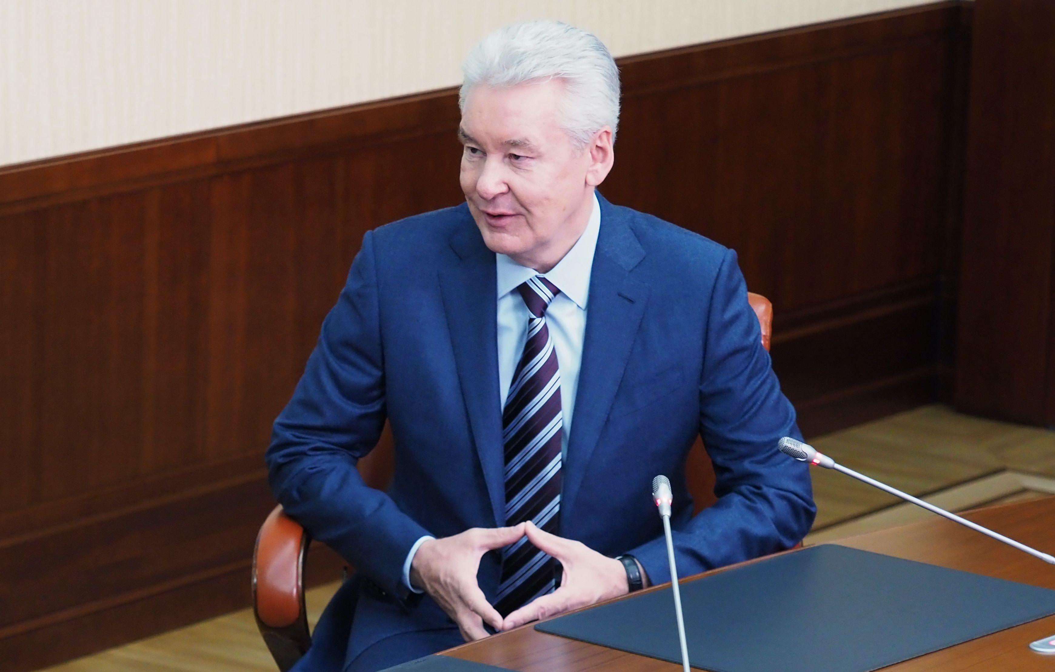 Собянин: Занятые с людьми соцработники получат доплату 25 тыс рублей