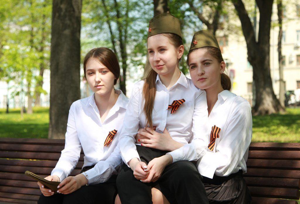 Ученики школы №504 подготовили спецвыпуск «Лицейского вестника» ко Дню Победы. Фото: Наталия Нечаева, «Вечерняя Москва»