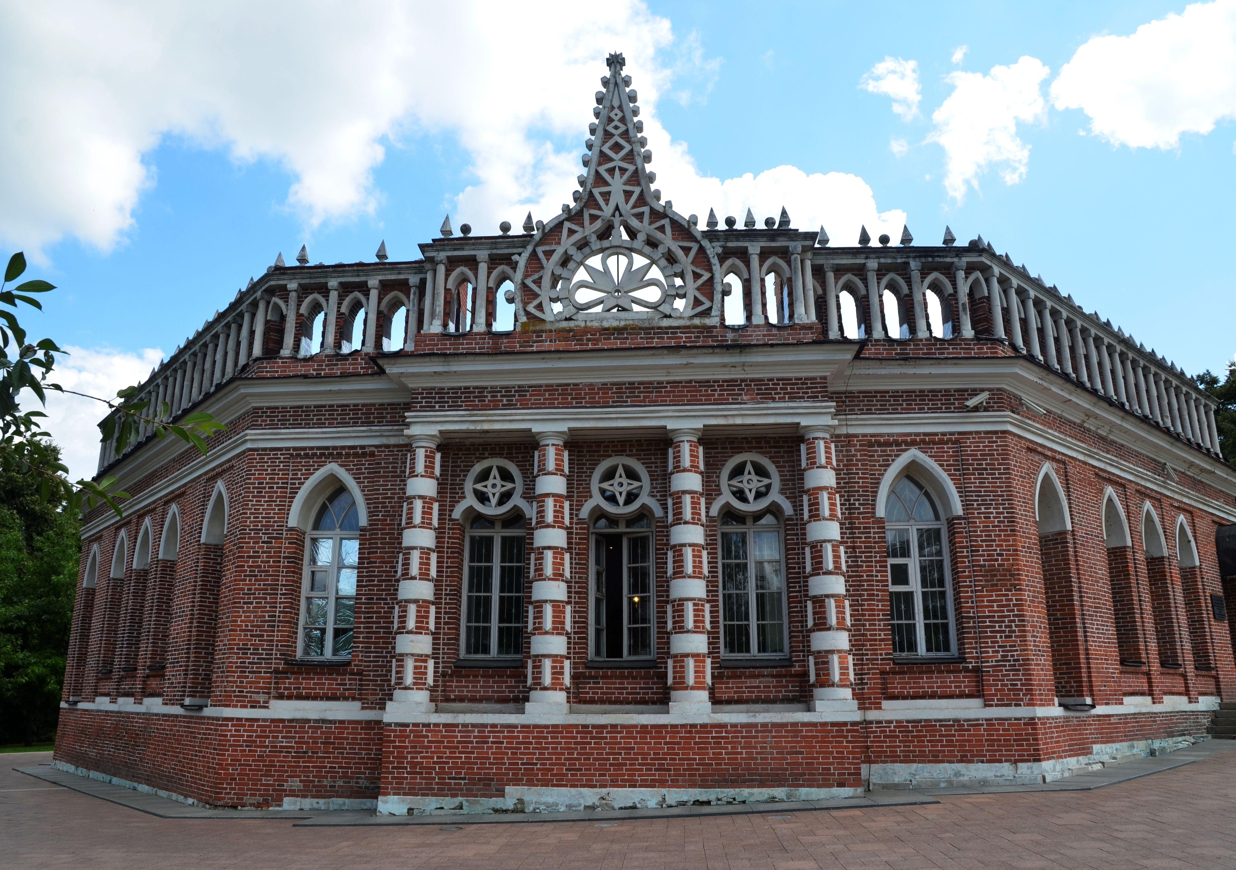 Колонны и пинакли: об архитектуре строений рассказали в «Царицыне»