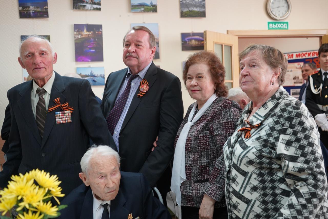 Префект Южного округа Алексей Челышев поздравил ветеранов с наступающим Днем Победы
