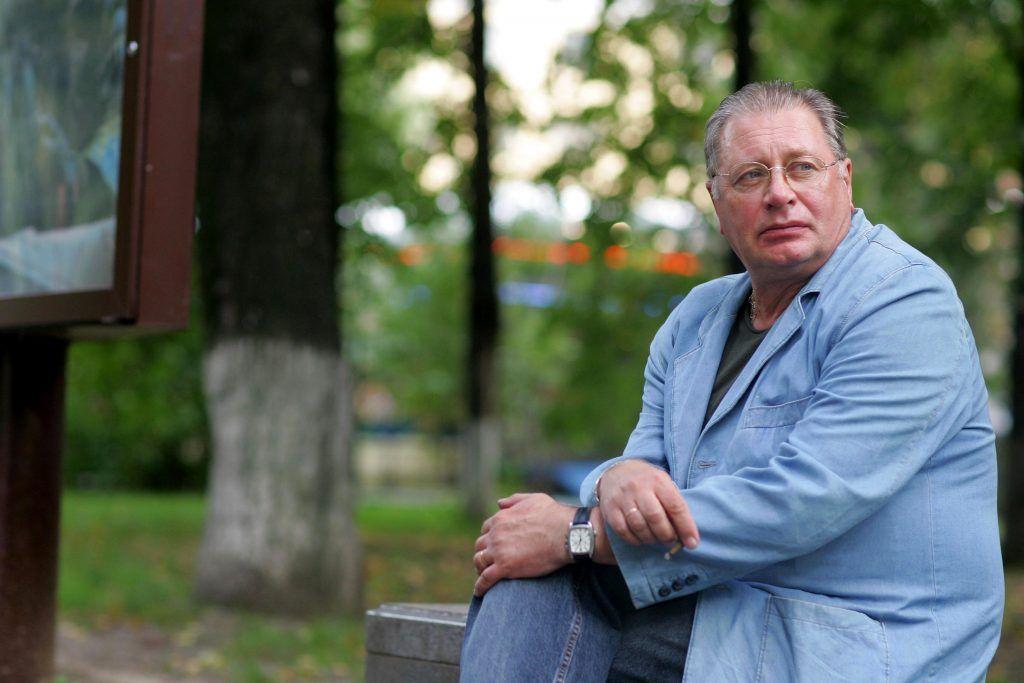 Актер театра и кино Валентин Смирнитский признается: его до сих пор узнают прохожие, кто-то просит сфотографироваться, а ктото — дать автограф. Фото: PERSONASTARS