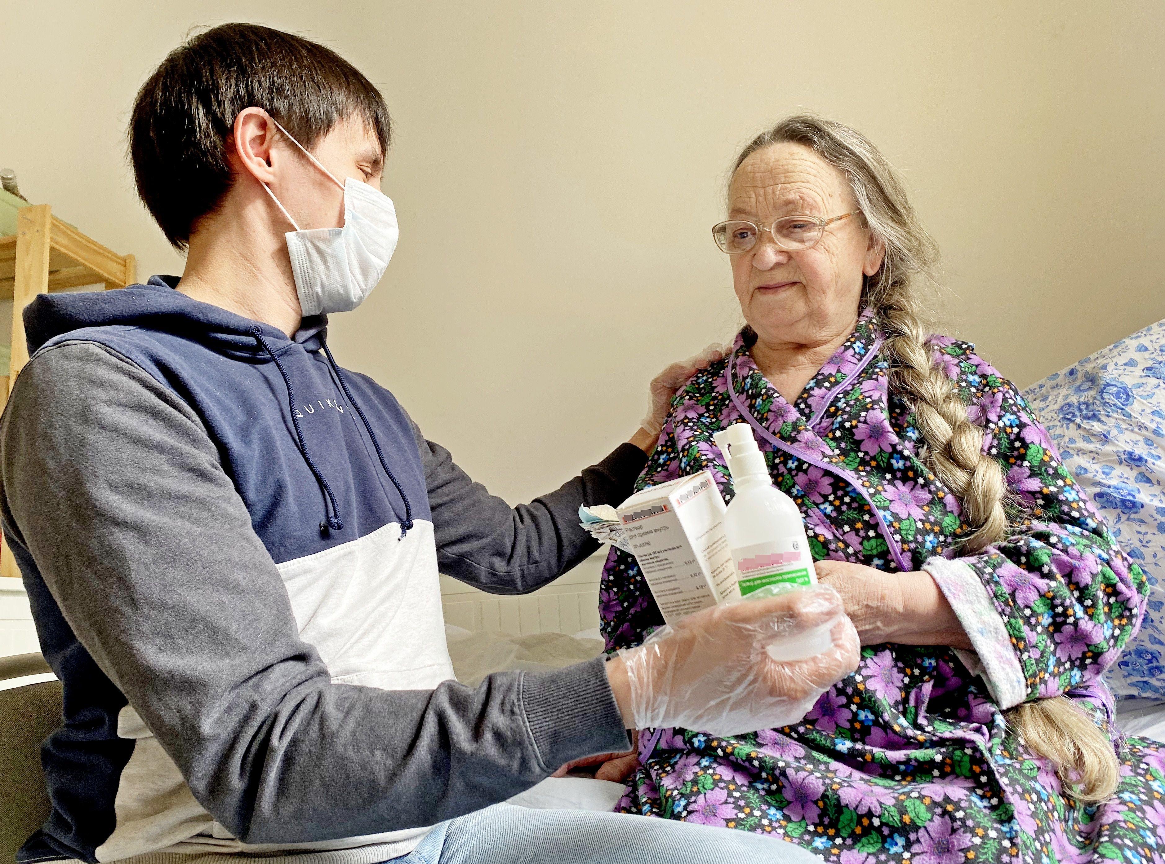 Москвичи с хроническими заболеваниями будут получать лекарства на дом до сентября