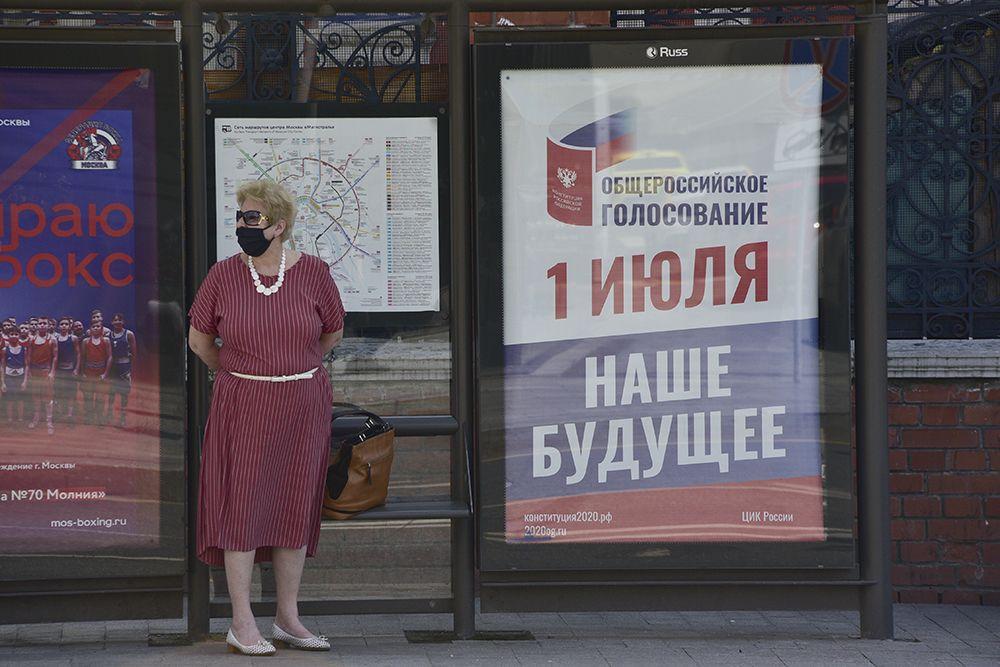 Свыше 120 механических санитайзеров установили на остановках Москвы
