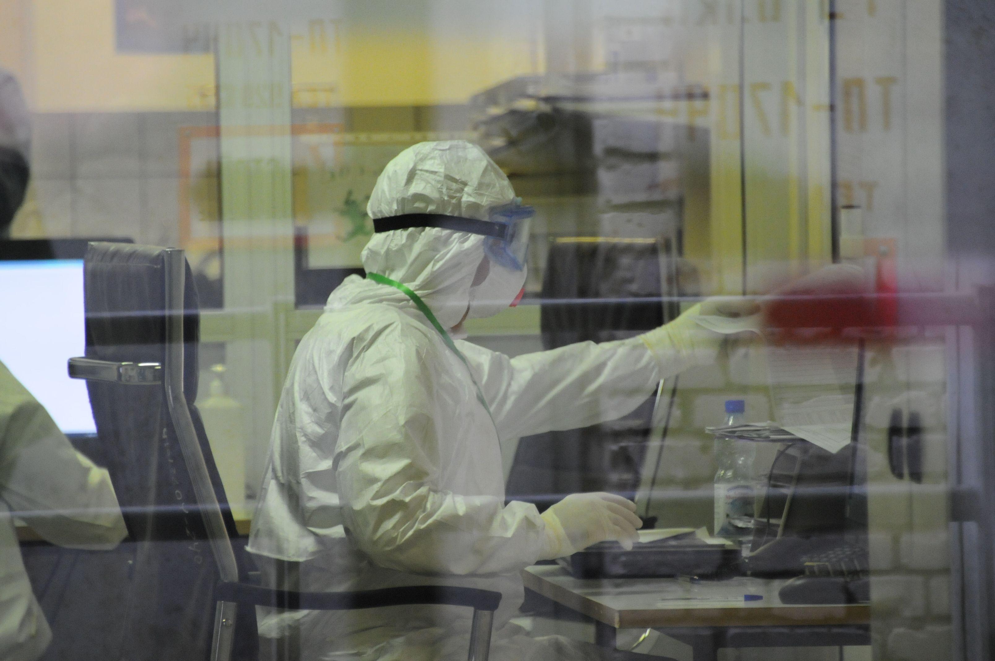 Более 800 человек с коронавирусом выявили в Москве за сутки