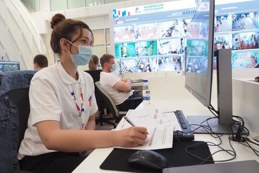 Общественные наблюдатели следят за ходом всех форматов голосования. Фото: АнтонГердо, «Вечерняя Москва»