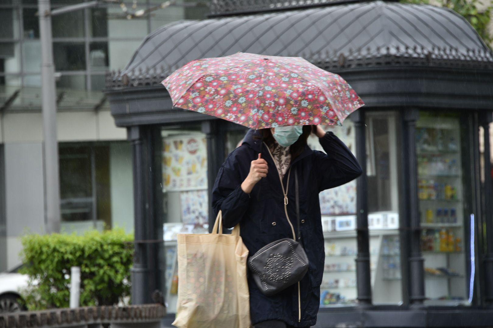 Дожди и ветер сохранятся в Москве до конца субботы