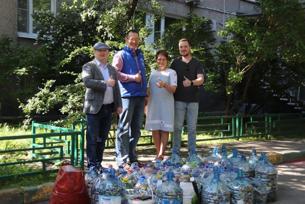 Более тонны батареек сдали на переработку депутаты Орехова-Борисова Южного. Фото: Александра Сарычева