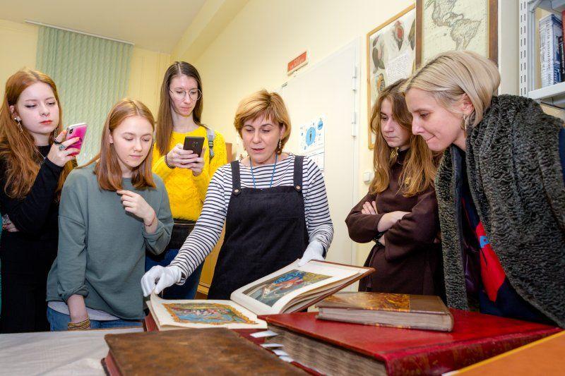 Москвичи поучаствуют в дискуссии «Современное искусство в научном музее. Кому это надо, Чарлз?»