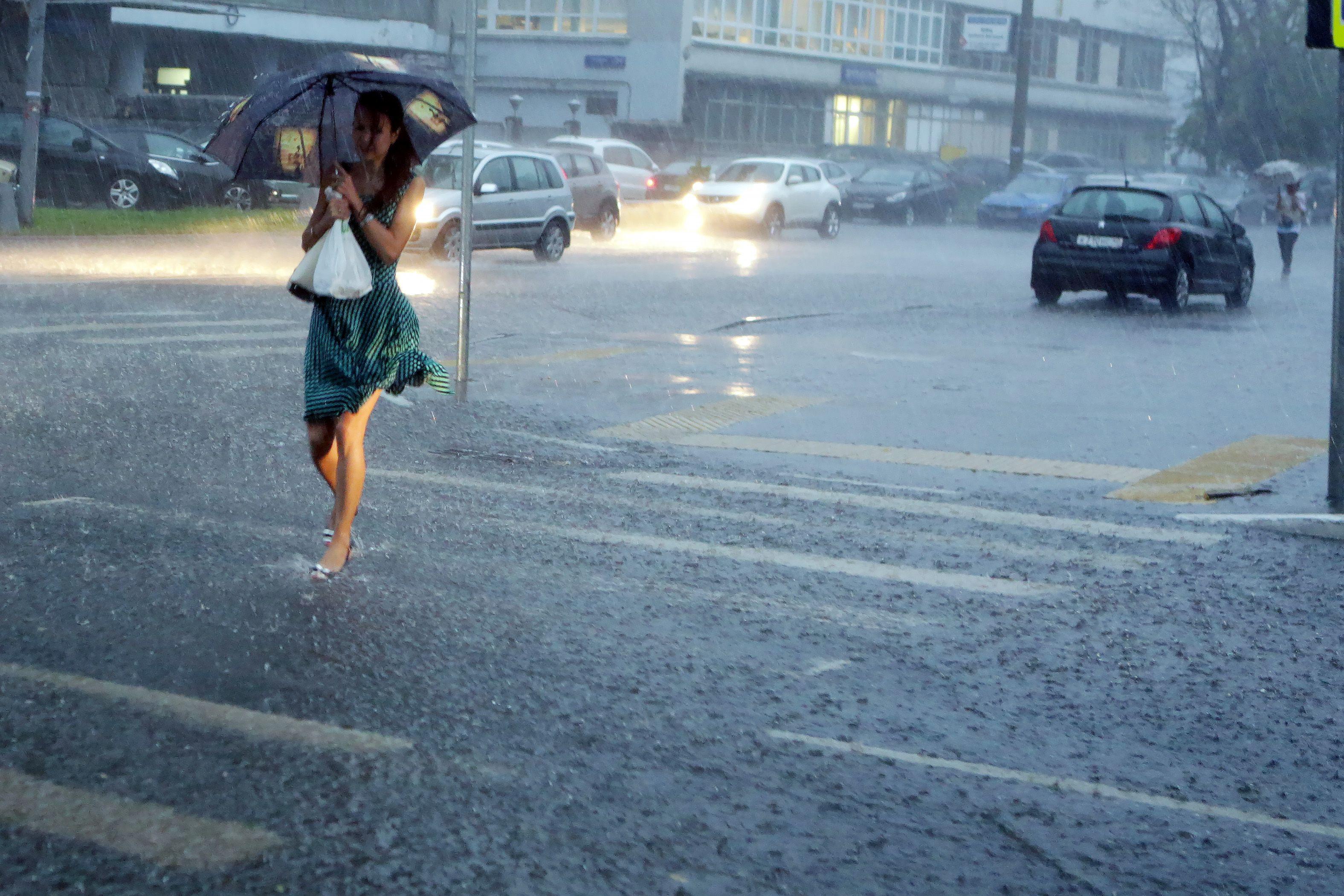 Москвичам пообещали грозовые дожди в субботу