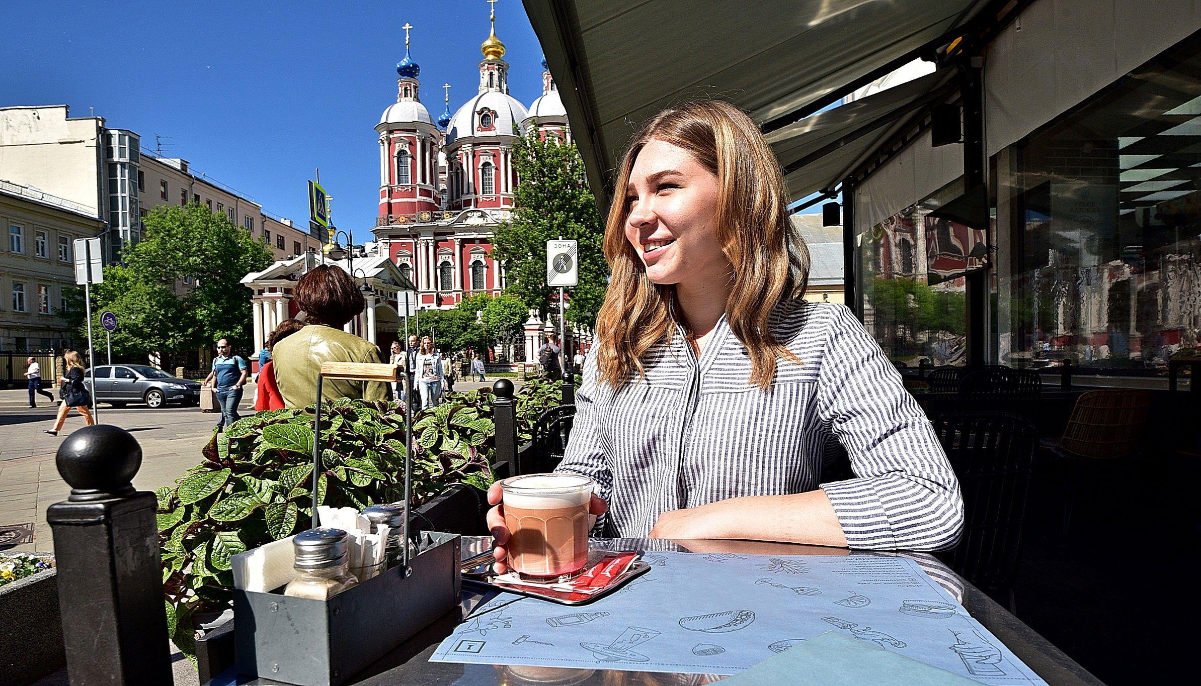 Летом в Москве будут работать около трех тысяч кафе