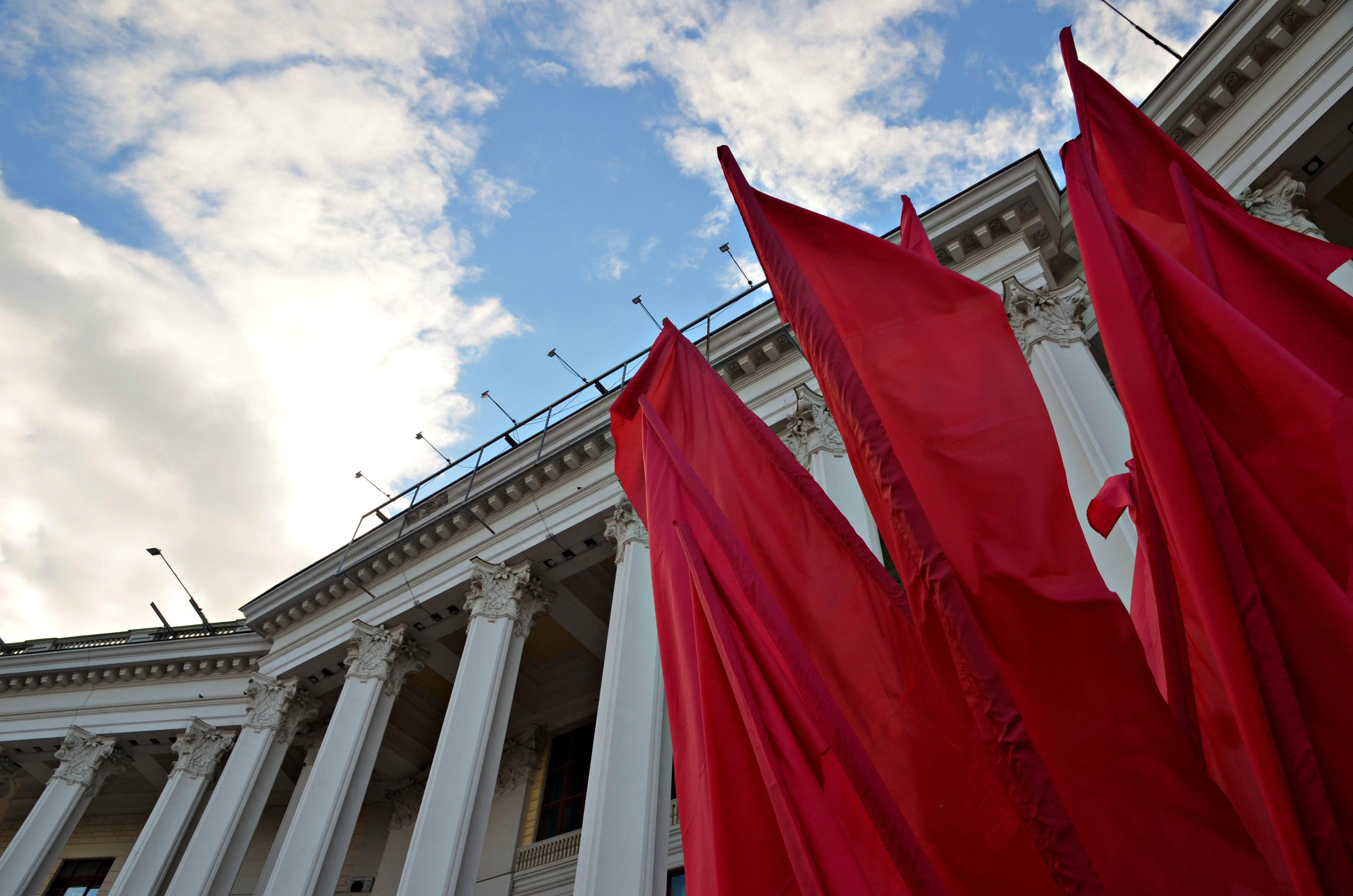 Флаги и декоративные конструкции украсят Москву в преддверии 75-летия Победы