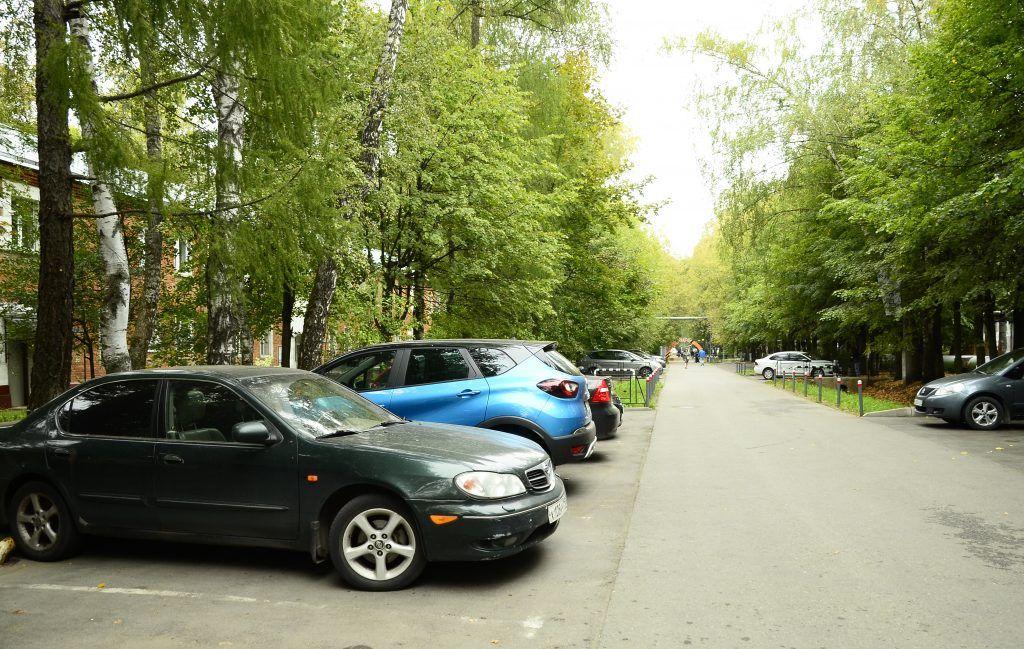 Более 13 тысяч парковочных разрешений получили и продлили москвичи за время самоизоляции. Фото: Анна Быкова